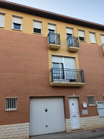 Adosado en calle Luis Buñuel 3, Pinseque