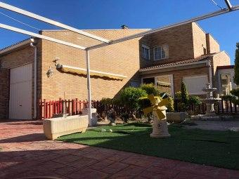 Chalet en venta en Urbanización Torreblanca, Garrapinillos