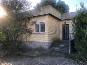 Casa con terreno en Avda. la Jota 30, Garrapinillos